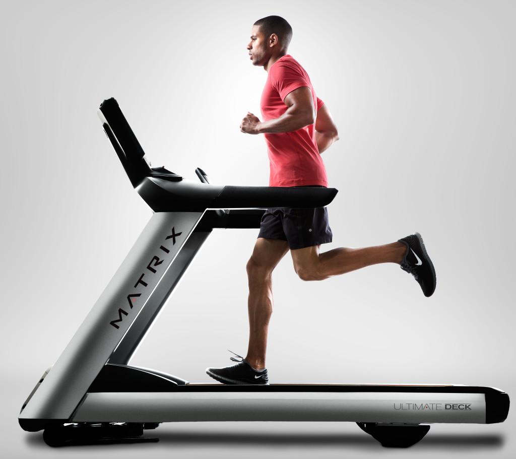2-MX13_MDPROD_male-T7Xi-treadmill_studio-profile
