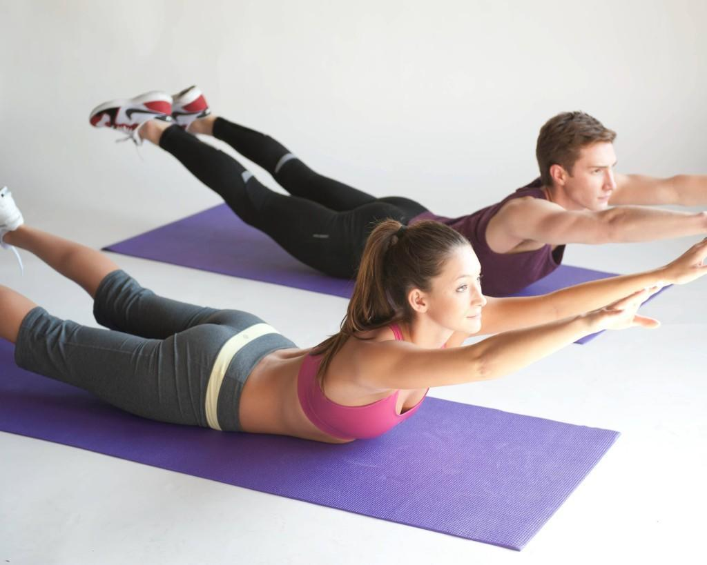 Pilates-couple-muscler-dos-ventre